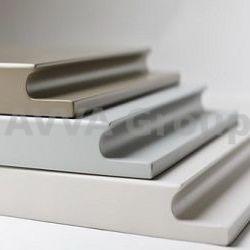 Крашеные фасады с интегрированными ручками